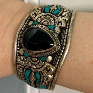 Jewelry - Pretty  turquoise, onyx & silver tone cuff
